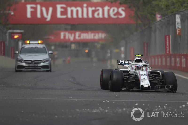 Sergey Sirotkin, Williams FW41, con la sospensione anteriore rotta