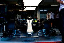 El auto de Lewis Hamilton, Mercedes AMG F1 W09, en el garaje