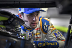 Chase Elliott, Hendrick Motorsports, Chevrolet Camaro NAPA Auto Parts, talks with Jimmie Johnson, Hendrick Motorsports, Chevrolet Camaro Lowe's for Pros