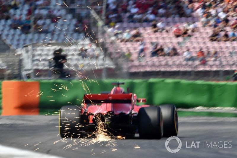 Sebastian Vettel, Ferrari SF71H sypie iskrami