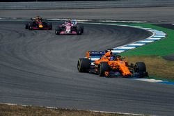 Fernando Alonso, McLaren MCL33, Esteban Ocon, Force India VJM11 et Daniel Ricciardo, Red Bull Racing RB14