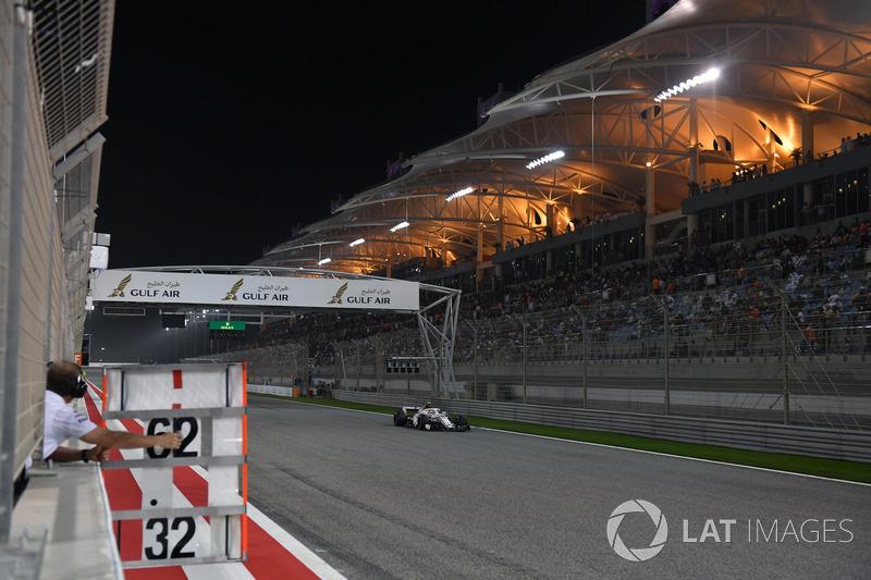 Le panneau de stand de Charles Leclerc, Sauber C37