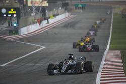 Lewis Hamilton, Mercedes AMG F1 W09, Kevin Magnussen, Haas F1 Team VF-18 Ferrari i Nico Hulkenber