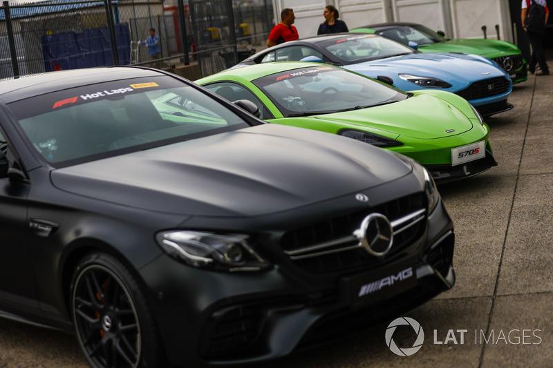 Заезд Pirelli Hot Laps: автомобили Mercedes, McLaren и Aston Martin