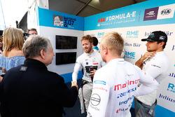 Sam Bird, DS Virgin Racing, stringe la mano a Jean Todt, Presidente FIA, con hFelix Rosenqvist, Mahindra Racing, Nelson Piquet Jr., Jaguar Racing
