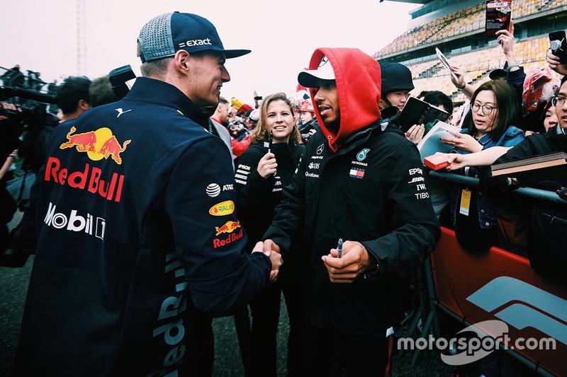 Макс Ферстаппен, Red Bull Racing, и Льюис Хэмилтон, Mercedes AMG F1