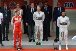 Podium: winnaar Nico Rosberg, Mercedes AMG F1, tweede Sebastian Vettel, Ferrari, derde Lewis Hamilton, Mercedes AMG F1