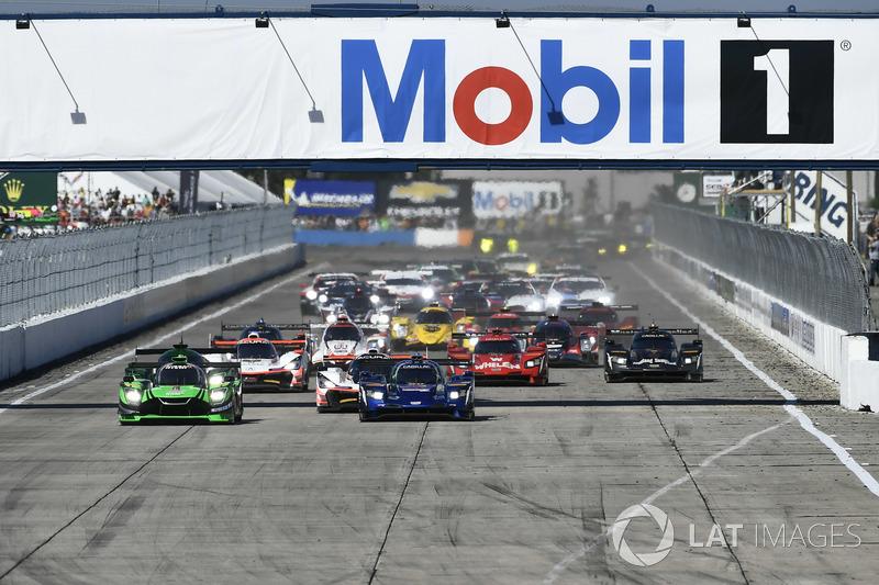 #90 Spirit of Daytona Racing Cadillac DPi, P: Tristan Vautier, Matt McMurry, Eddie Cheever III en la arrancada
