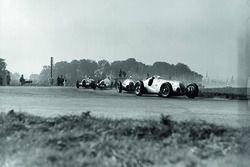 Hermann Lang, Mercedes-Benz W125 precede Rudolf Caracciola, Mercedes-Benz W125, Dick Seaman, Mercede