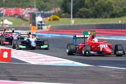 Joey Mawson, Arden International leads Alessio Lorandi, Trident