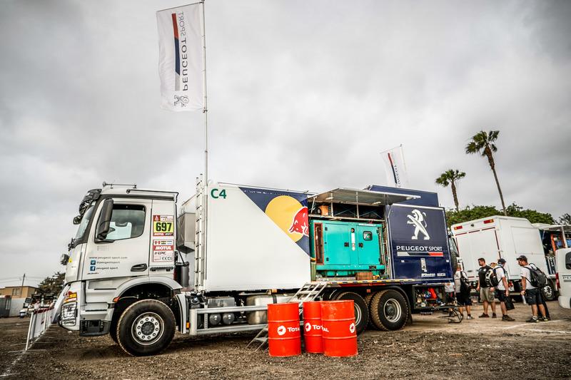 Peugeot Assistance truck