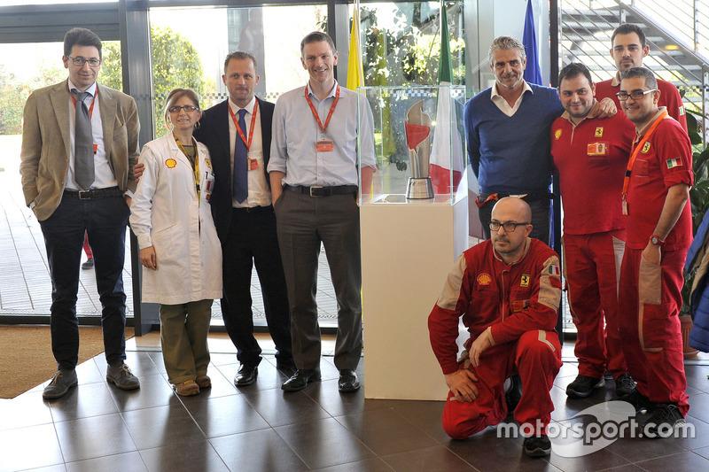 Trofeo llegó a la sede de Ferrari