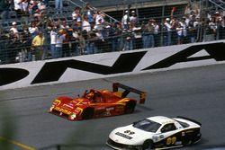 Ganadores de la carrera Gianpiero Moretti, Arie Luyendyk, Mauro Baldi, Didier Theys, Ferrari 333 SP