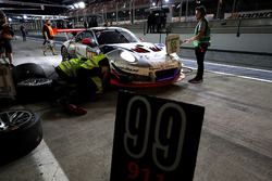 Pit stop, #911 Herberth Motorsport Porsche 991 GT3 R: Daniel Allemann, Ralf Bohn, Robert Renauer, Al