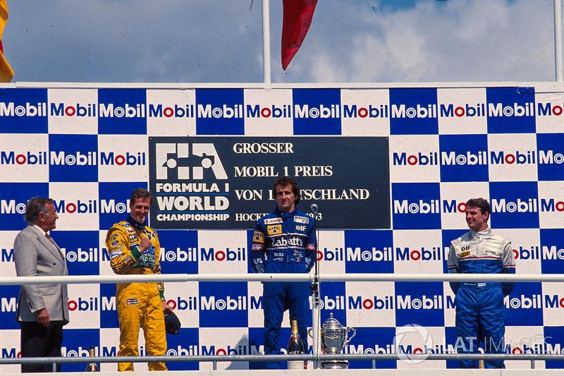 Podium : le vainqueur Alain Prost, Williams, le deuxième Michael Schumacher, Benetton, le troisième Mark Blundell, Ligier