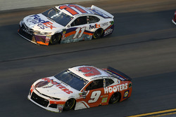 Chase Elliott, Hendrick Motorsports, Chevrolet Camaro Hooters Denny Hamlin, Joe Gibbs Racing, Toyota Camry FedEx Cares