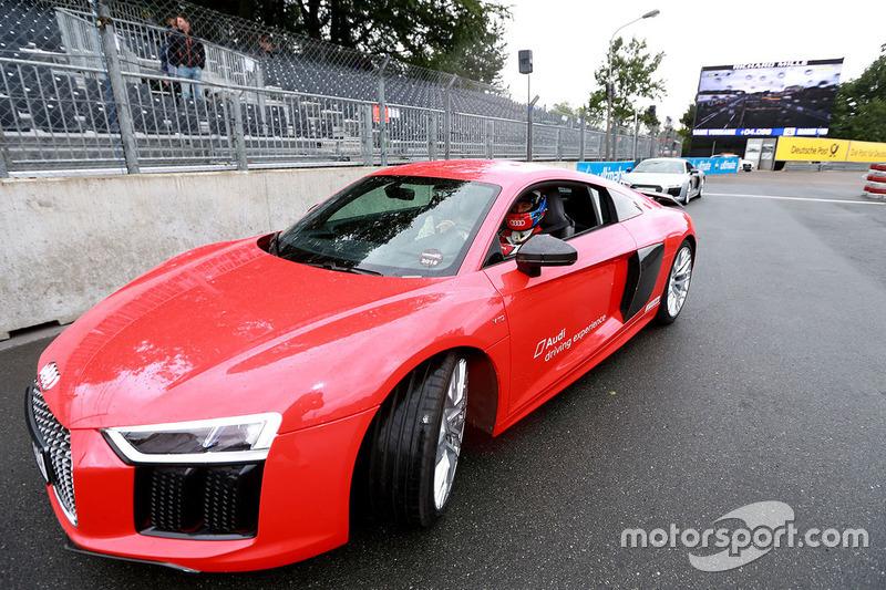 Dimostrazione Audi con Loic Duval e Julia Spacek