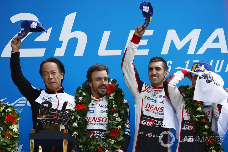 Podio: los ganadores de las 24 horas de Le Mans 2018 Sébastien Buemi, Kazuki Nakajima, Fernando Alonso, Toyota Gazoo Racing