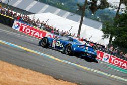 Tête à queue de la voiture #90 TF Sport Aston Martin Vantage: Salih Yoluc, Euan Alers-Hankey, Charles Eastwood