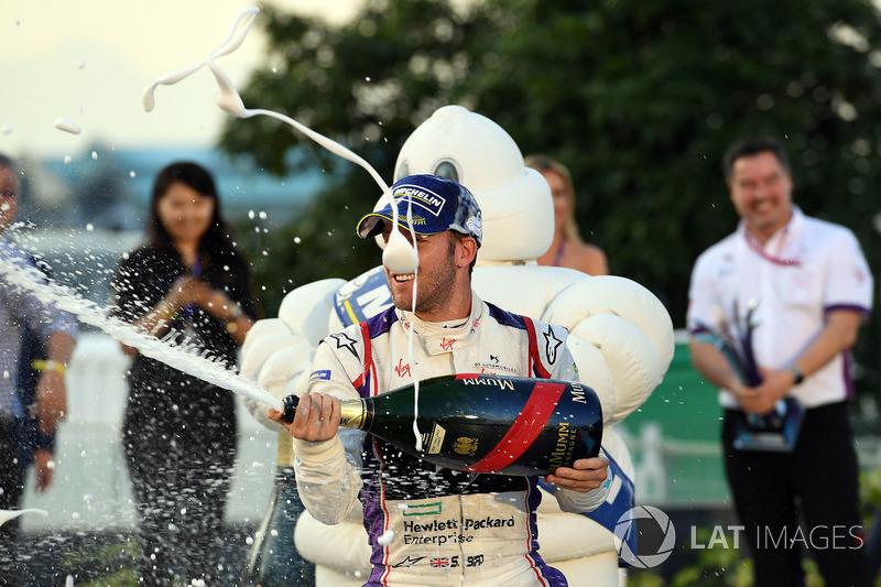 Podio: ganador de la carrera Sam Bird, DS Virgin Racing