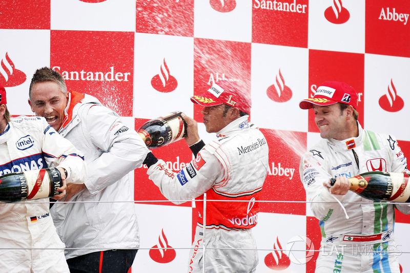 Podio: ganador de la carrera Lewis Hamilton, McLaren MP4-23, segundo lugar Nick Heidfeld, BMW Sauber F1.08, tercer lugar Rubens Barrichello, Honda RA108, Martin Whitmarsh, Director de operaciones grupo de McLaren