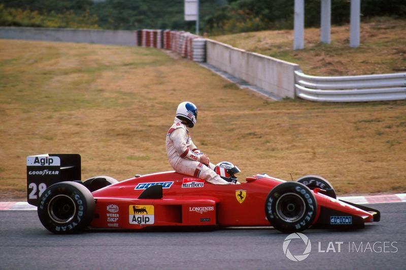Suzuka 1988 : Gerhard Berger (Ferrari) lleva a Derek Warwick (Arrows)