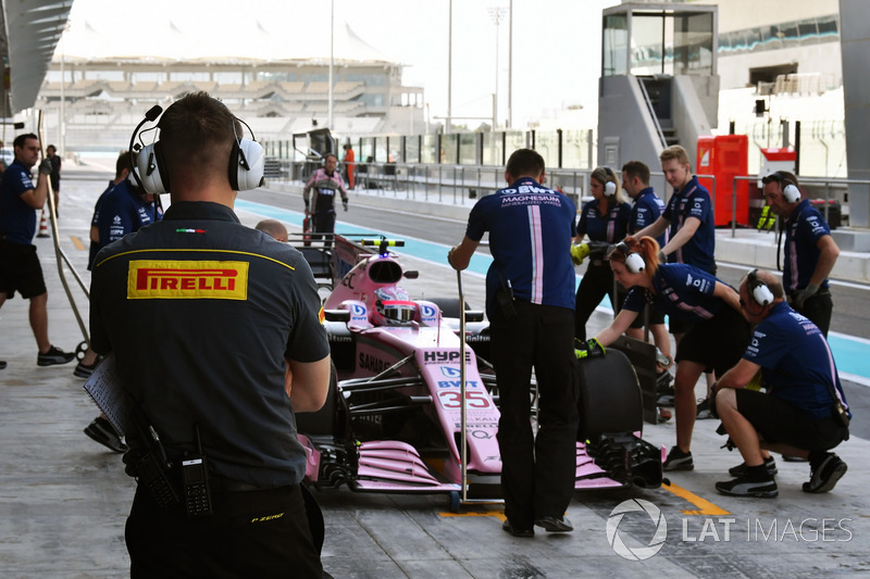 Pirelli mühendisi ve Nikita Mazepin, Sahara Force India VJM10