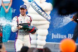Podium: racewinnaar, Sam Bird, DS Virgin Racing