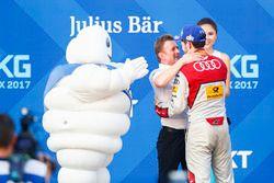 Allan McNish, Team Principal, Audi Sport Abt Schaeffler, Daniel Abt, Audi Sport ABT Schaeffler, festeggiano sul podio