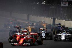Старт гонки: Кими Райкконен и Себастьян Феттель, Ferrari SF16-H, Фелипе Масса, Williams FW38 Mercede