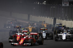 Kimi Raikkonen, Ferrari SF16-H, Sebastian Vettel, Ferrari SF16-H, Felipe Massa, Williams FW38 Mercedes, Sergio Perez, Force India VJM09 Mercedes, Carlos Sainz Jr., Scuderia Toro Rosso STR11 Ferrari at the start