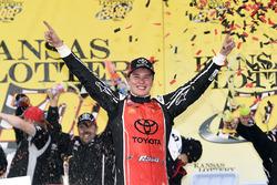 Il vincitore della gara Christopher Bell, Joe Gibbs Racing Toyota