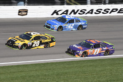 Matt Kenseth, Joe Gibbs Racing Toyota, Denny Hamlin, Joe Gibbs Racing Toyota, Kyle Larson, Chip Ganassi Racing Chevrolet