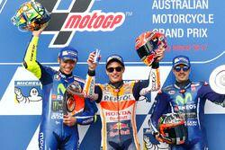 Podium: winnaar Marc Marquez, Repsol Honda Team, tweede plaats Valentino Rossi, Yamah Factory Racing