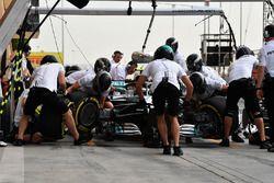 Valtteri Bottas, Mercedes-AMG F1 W09 EQ Power+, pit stop