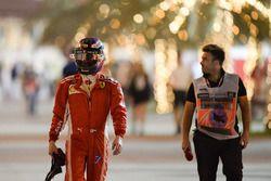 Kimi Raikkonen, Ferrari torna ai box dopo essersi fermato in pista