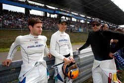 Клаус Бахлер и Мартин Раггингер, Falken Motorsports; Норберт Зидлер, Frikadelli Racing Team