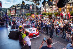 #30 Frikadelli Racing Team Porsche 911 GT3R: Lance David Arnold, Alexander Müller, Wolf Henzler, Matt Campbell