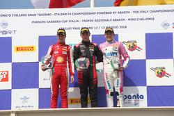 Podio Rookie Gara 1: il secondo classificato Gianluca Petecof, Prema Theodore Racing, il primo classificato Petr Ptacek, Bhaitech, il terzo classificato Niklas Krutten, BWT Mucke Motorsport