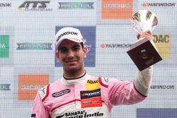 Sur le podium : le troisième, Jehan Daruvala, Carlin Dallara F317 - Volkswagen