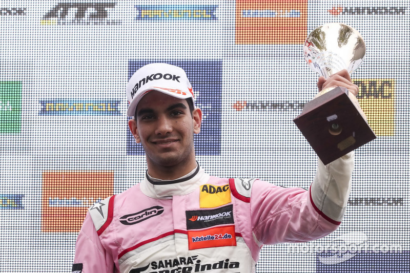 Podium: derde Jehan Daruvala, Carlin Dallara F317 - Volkswagen