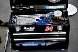 William Byron, Hendrick Motorsports, Chevrolet Camaro AXALTA tools