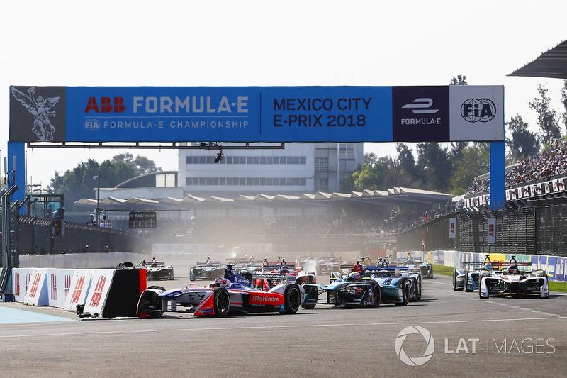 Felix Rosenqvist, Mahindra Racing, Oliver Turvey, NIO Formula E Team, al inicio de la carrera