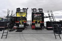 Ryan Blaney, Team Penske, Ford Fusion Menards / Pennzoil e Brad Keselowski, Team Penske, Ford Fusion Discount Tire haulers