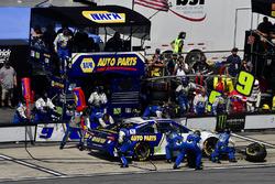 Chase Elliott, Hendrick Motorsports, Chevrolet Camaro NAPA Auto Parts effettua un pit stop, Sunoco
