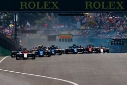 Luca Ghiotto, Campos Racing, leads Sergio Sette Camara, Carlin, Alexander Albon, DAMS and the rest of the field at the start of the race