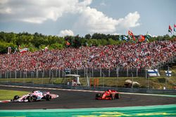 Sergio Perez, Force India VJM11, devant Sebastian Vettel, Ferrari SF71H