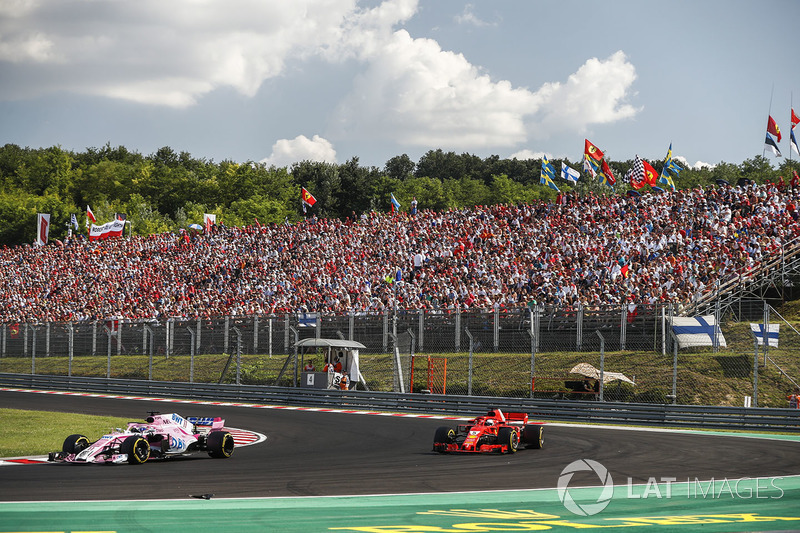 Sergio Perez, Force India VJM11, precede Sebastian Vettel, Ferrari SF71H