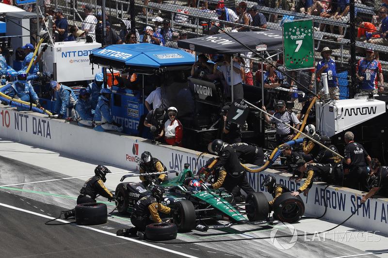 Jay Howard, Schmidt Peterson Motorsports / AFS Racing Honda, pit stop