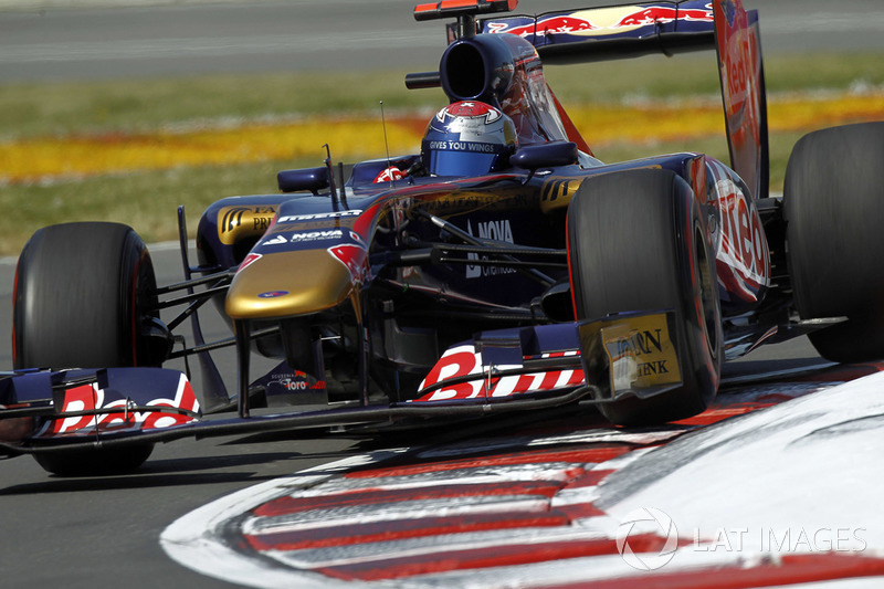 Toro Rosso STR6 no detalhe